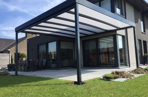 terrasoverkapping met permanent gesloten plat dak
